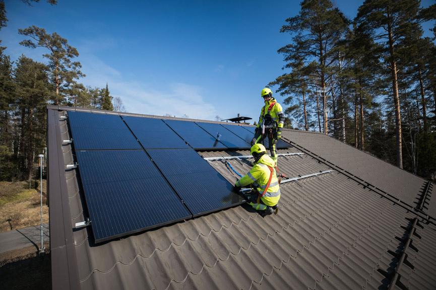 Aurinkopaneelit omalle katolle avaimet käteen ratkaisulla